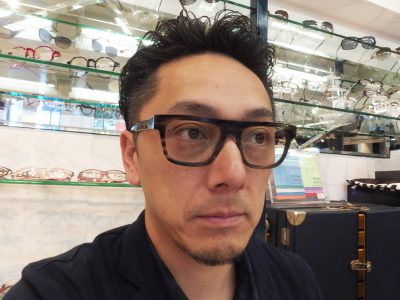 SUPER MANはクリアレンズに変えてメガネでもいい感じです。