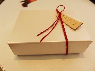 ギフトラッピングご希望の方は、こちらの専用BOXにお入れいたします!
