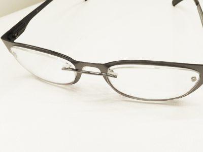 普通のメガネが老眼鏡に変身!