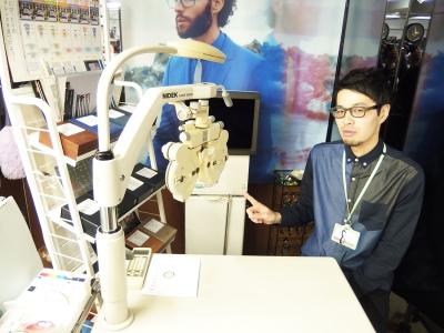 視力検査スペースの全貌です。 リュネット・ジュラでは六本木店にしかない、フォロプターと呼ばれる測定する為の装置もあります。