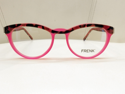 ブランド:FRENK EYEWEAR モデル:REBECCA カラー:02 価格:39,960円(税込)