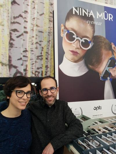 そこで出会ったスペインブランド「NINA MUR」 見本市出展は1月のOPTIに続いてMIDOで2回目の若いブランドです。 非常に面白いウッドフレームコレクションを表参道ヒルズ店にて日本初導入決定!