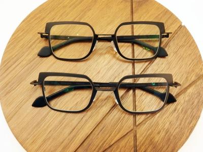 ブランド:KOMOREBI モデル:LEWIS カラー:上NIGHT BLACK 下STONE GRAY 価格:¥53,784(税込)