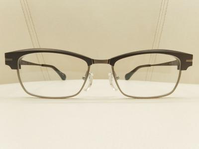 ブランド:杉本圭 モデル:KS100 カラー:01 価格:¥135,000(税込)