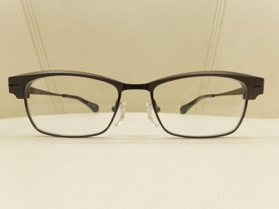 ブランド:杉本圭 モデル:KS100 カラー:03 価格:¥135,000(税込)