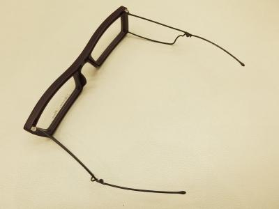 掛けられるメガネに変身!!
