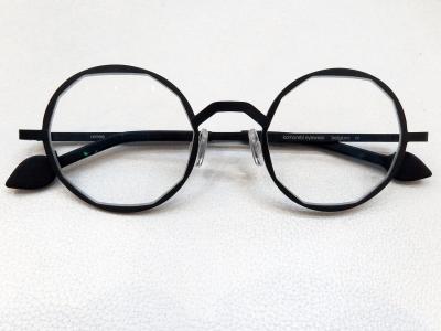 ブランド:KOMOREBI モデル:RENEE カラー:NIGHT BLACK 価格:53,784円(税込)