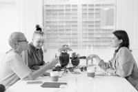 FLEYE Copenhagenはさまざまな美しいニュアンスと独自のディテールにより、個人のスタイルと個性を引き立て、強調するようなアイウェアを創り出すことを使命としています。