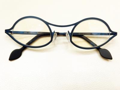 ブランド:komorebi eyewear モデル:jane カラー:cobalt blue 価格:53,784円(税込)